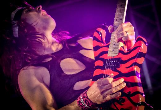 Das Rückgrat des Heavy Metal - Die Gitarre - Modelle, Formen ...