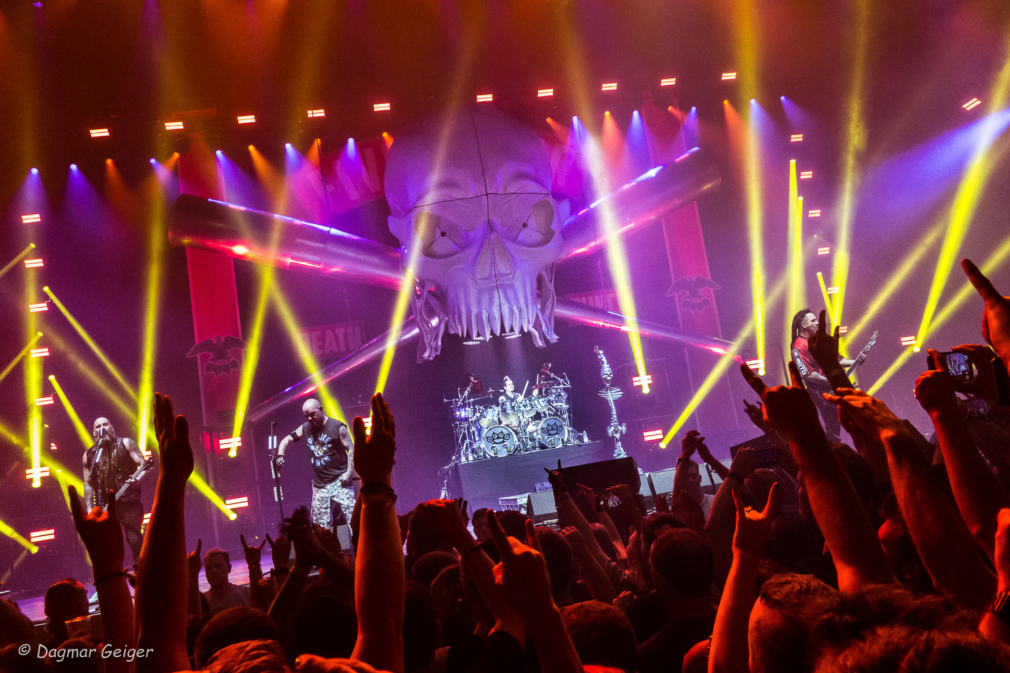 five finger death punch in flames live in stuttgart 2017 page 3 of 4. Black Bedroom Furniture Sets. Home Design Ideas