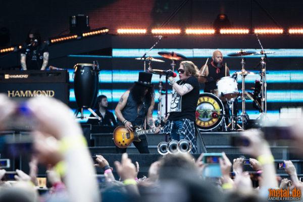 Konzertfoto von Slash und Axl Rose bei der Guns N' Roses - Not In This Lifetime Tour 2018