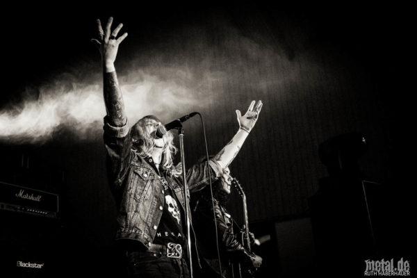 Konzertfotos von Deathrite auf der The Modern Art of Setting Ablaze Tour 2018 in Stuttgart.