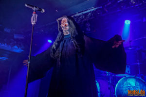 Fotos von Grave Digger auf der Tour Of The Living Dead 2019