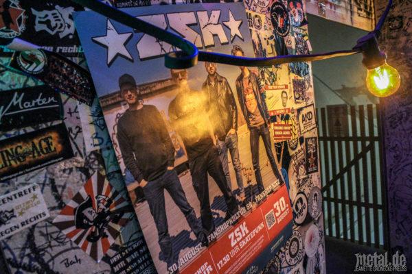 Konzertfotos von ZSK beim Gratiskonzert im FC St.Pauli Fanshop in Hamburg
